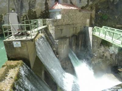 Ruta Cares-Picos de Europa; ruta vicentina cuevas de enebralejo ropa de senderismo rio sorbe lago ub